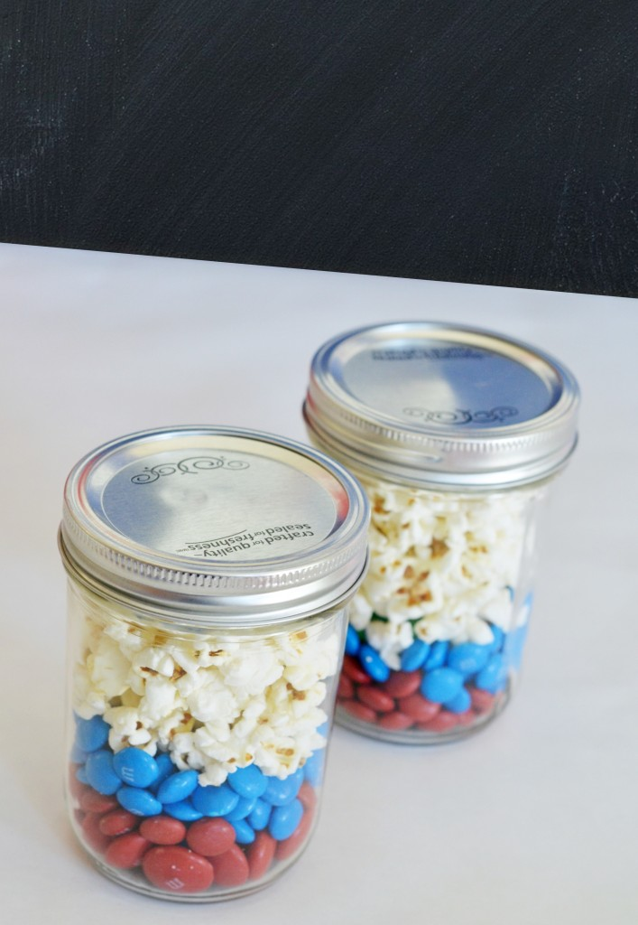 Movie Night Snacks in a Jar- #movienight, #snacks, Superheroes, M&M's, Captain America, M&M recipes