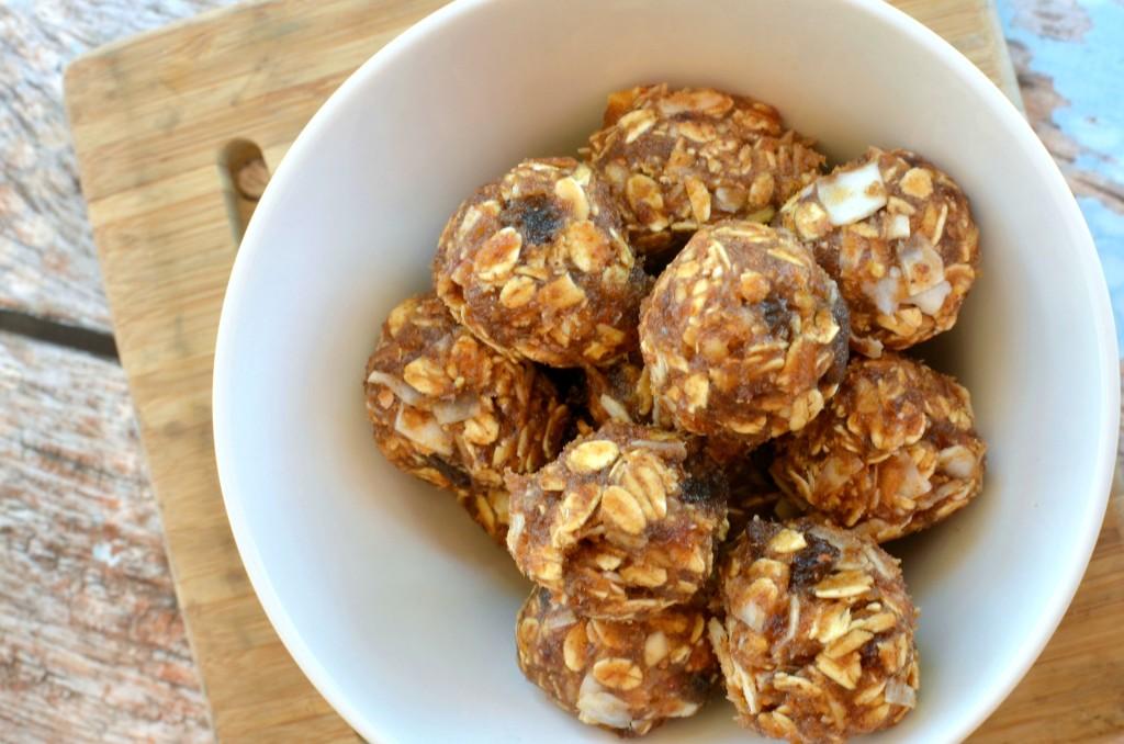 Date No Bake Energy Bites #recipe | Tastes just like an Apple Pie LARA Bar. #snack #21DayFix