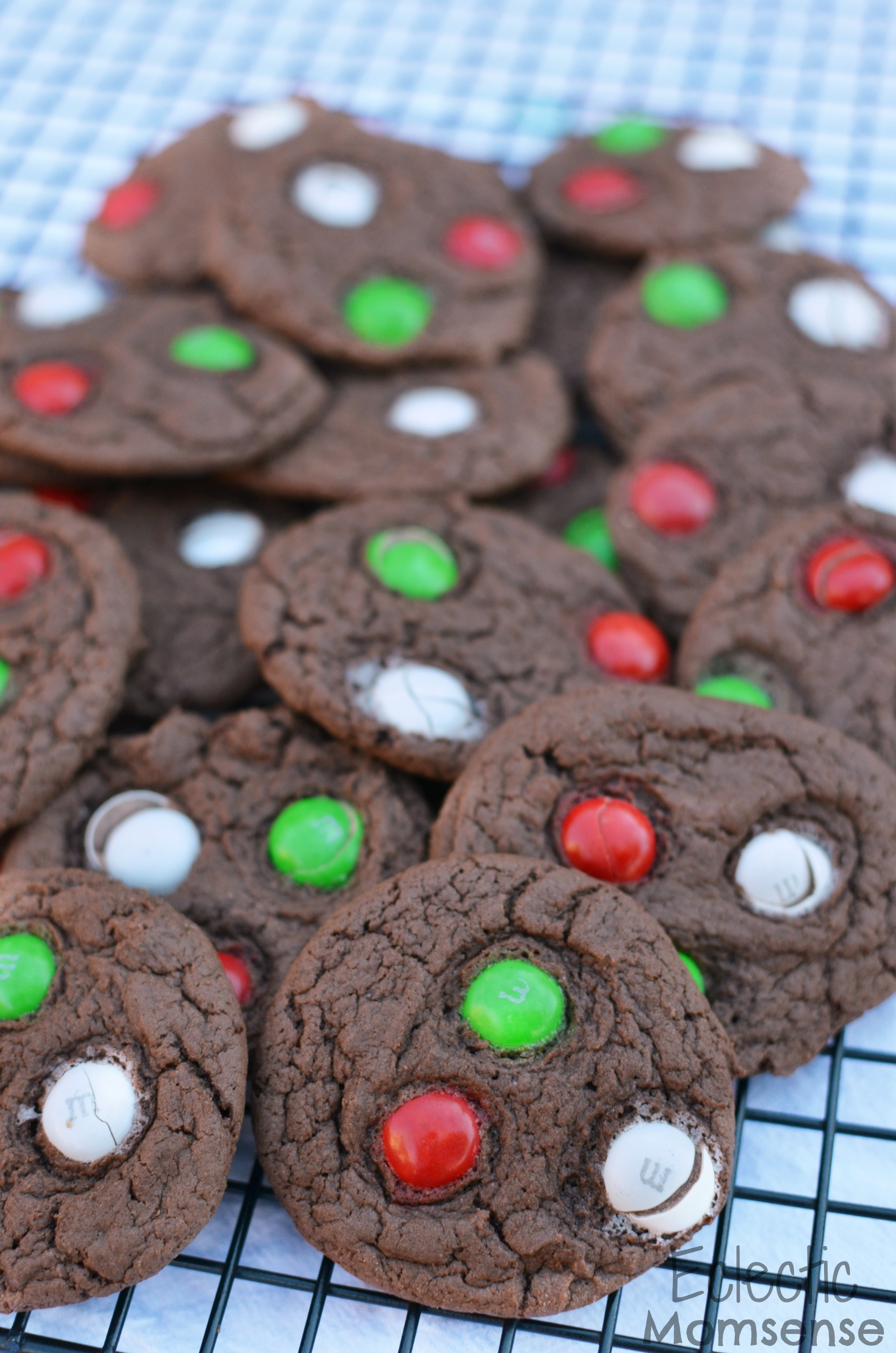 5 Simple Holiday Cookie Recipes | Mint Chocolate Cake Cookies #pureandsimple AD