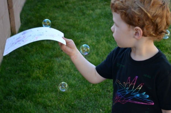 Bubble Painting | Get your backyard ready for spring with this Spring Project To Do List + a cole ideas for a little backyard fun.
