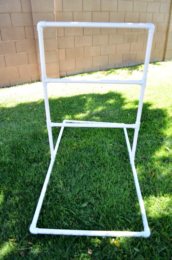 Ladder Golf | Get your backyard ready for spring with this Spring Project To Do List + a cole ideas for a little backyard fun.