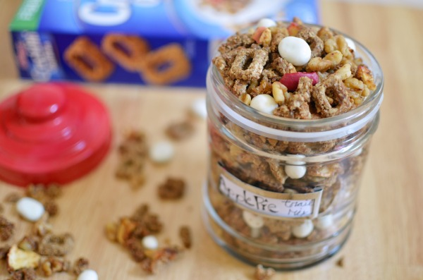 Take snacktime up a notch with a a delcious slice of Apple Pie Trail Mix! #ReimagineCereal AD