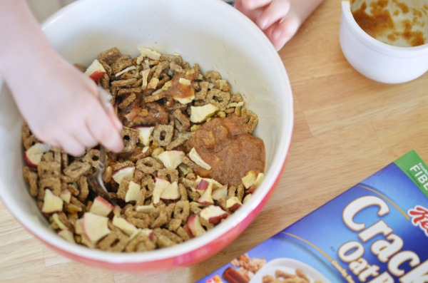 Apple Pie Trail Mix- Take snacktime up a notch. #ReimagineCereal AD