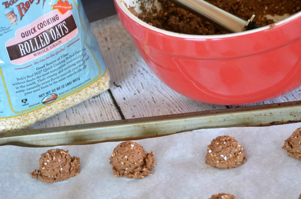 Chocolate Breakfast Cookies #recipe with @BobsRedMill Oats. #BRMOats #ad