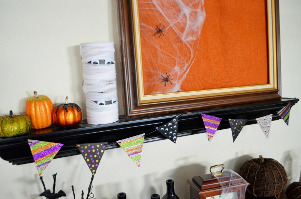 Glittery Halloween Banner + a bonus tutorial for easy glittery craft pumpkins! AD ##HandsOnCrafty