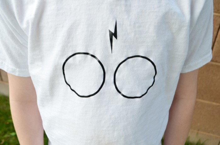 Make a simple DIY Harry Potter Shirt with @VinylValues heat transfer vinyl. #ad