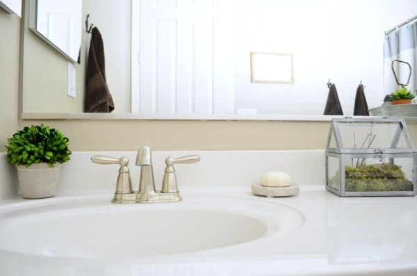 Rustic Farmhouse Bathroom Makeover